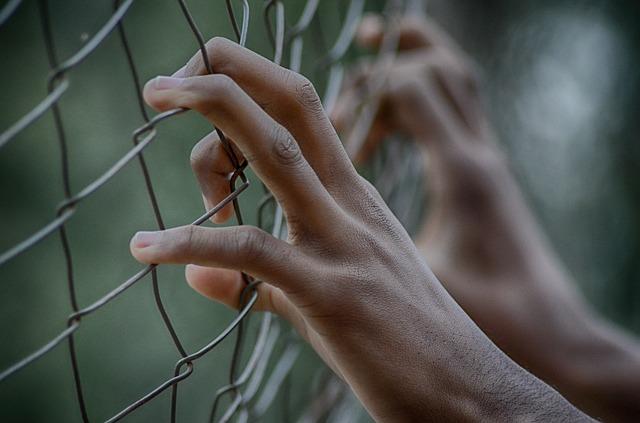fence-2163951_640