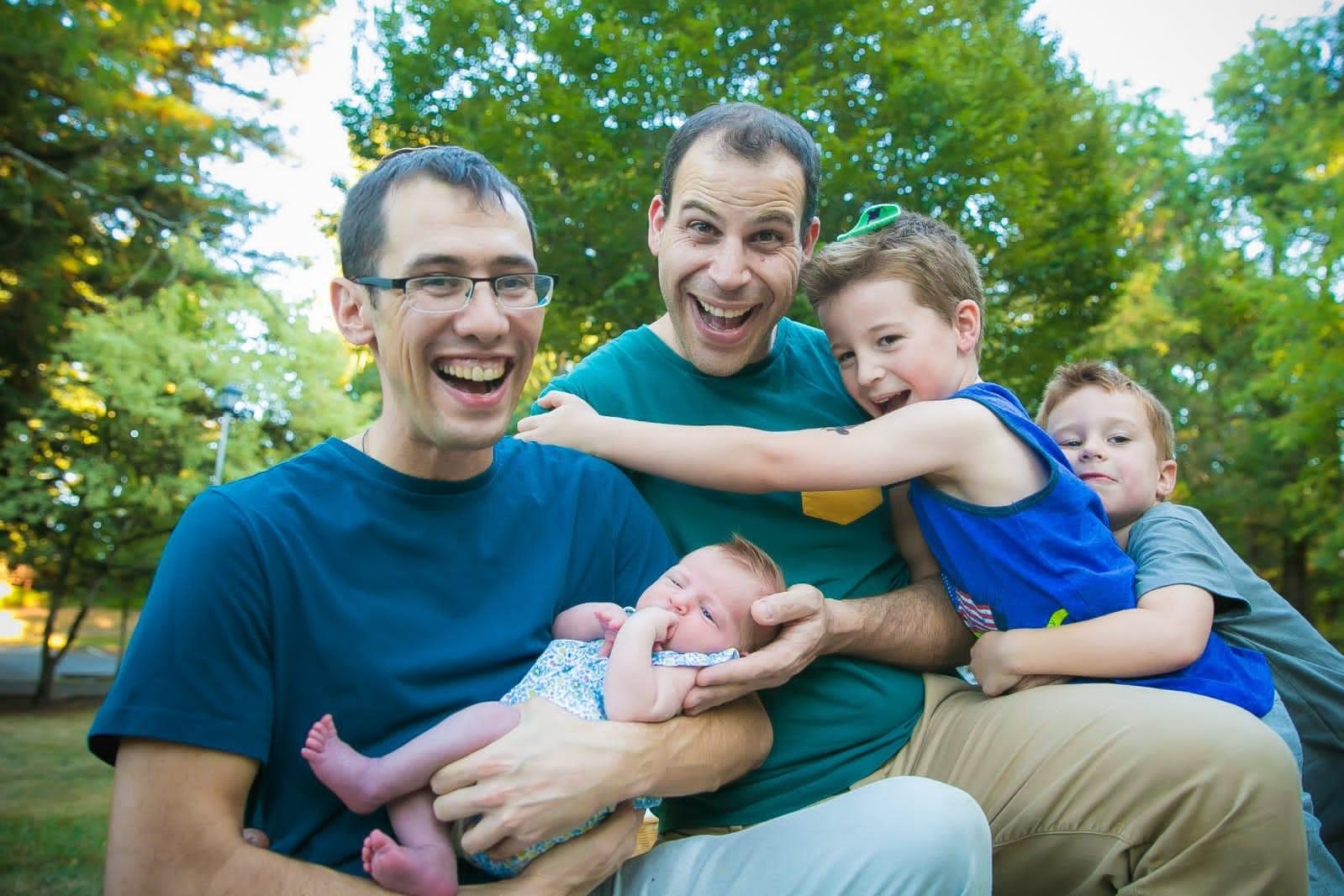 אליק ואדם עם ילדיהם