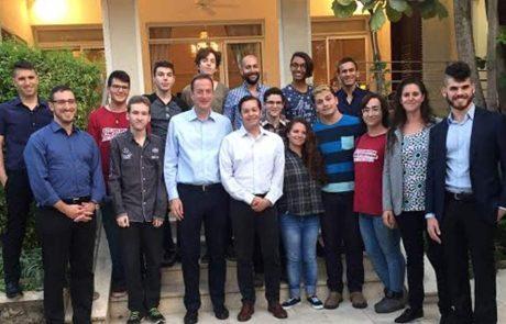 """שגריר בריטניה לנוער הגאה בישראל: """"אגיע לצעוד אתכם במצעד"""""""