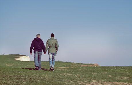 האם אנשים החיים עם HIV מזדקנים מהר יותר?