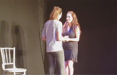 צפו: הצעת נישואין במהלך המופע לסביהונסט